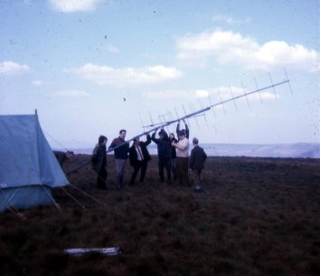 G3RSM, G3ZQS, G4BVE and a few others erecting the 14 ele parabeam.