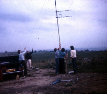 Erecting the 432Mhz antenna at Affetside